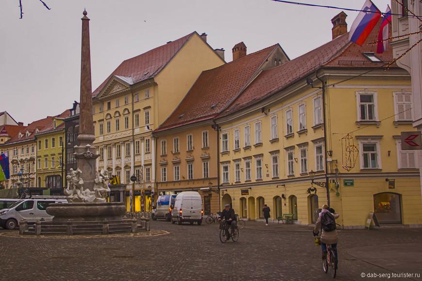 Велосипедистов в городе тьма! Любляна позиционирует себя как самая зелёная столица Европы. Потому, велосипед самое популярное средство передвижения. Такой велосипедный бум я встречал только Сербской Субботице, но там, если считать по душам населения и количество колёс, велосепедистов больше!