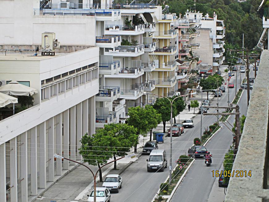 Что до современной Спарты, то она, увы, впечатления не произвела. Подобно большинству греческих населенных пунктов, город этот застроен бетонными коробками и выглядит весьма заурядно.