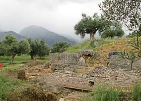 Археологами откопаны остатки древних и средневековых сооружений.