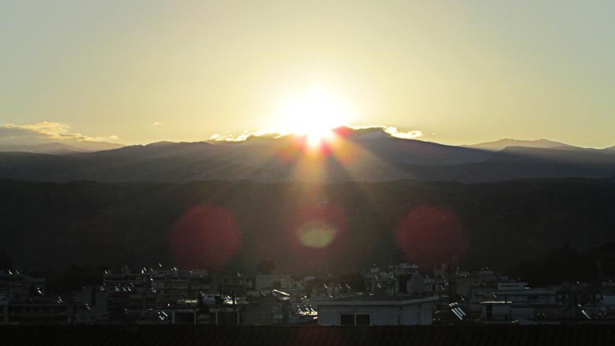 Утром следующего дня мы должны были проститься со Спартой. Наш путь лежал в Микены, и дальше - в Афины. Солнце всходило над Парноном.