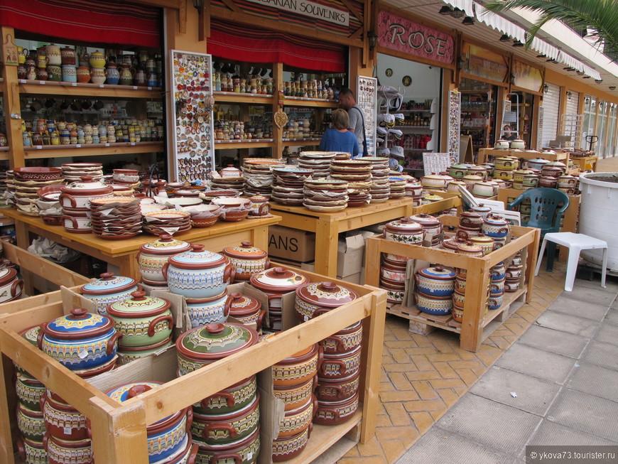 Гуляя по улицам, рассматриваем красивые местные товары, которые придают  колорит курорту и соединяют нас с Болгарией ....местные товары, красивые и качественные.