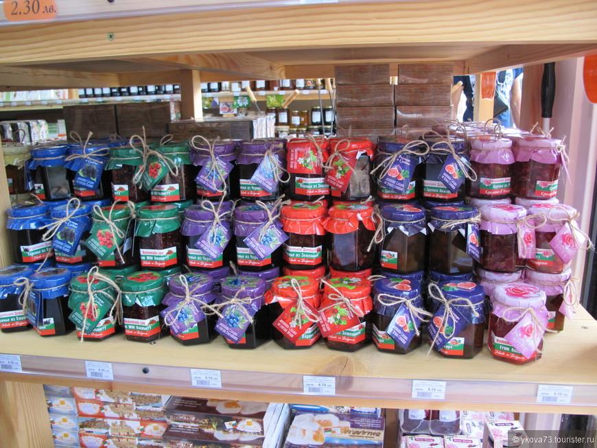 знаменитые болгарские джемы продают везде, но мы купили..в супермаркете))) очень классные!
