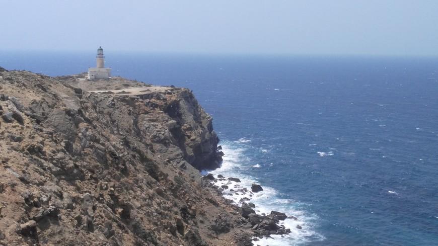 маяк на южной оконечности острова Родос, дойти не просто, но этого того стоит