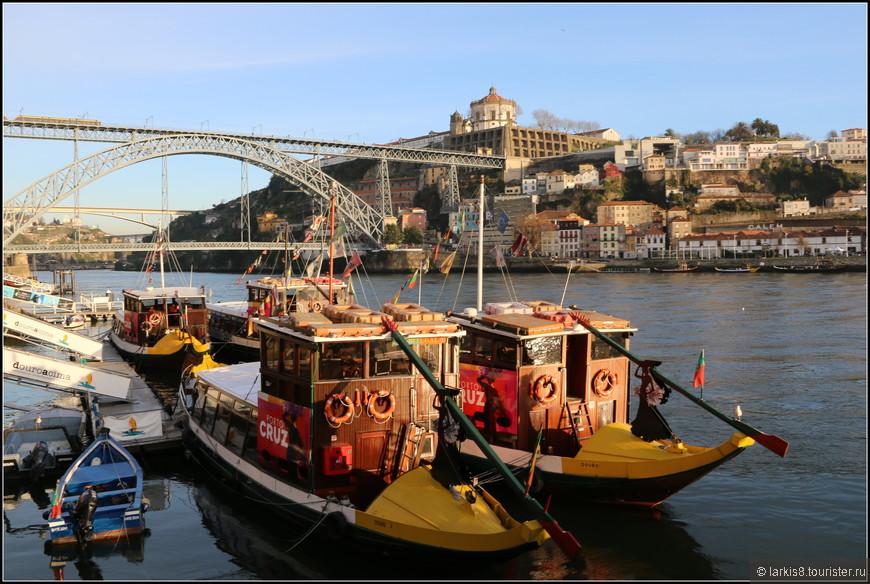 Итак, мы выходим на набережную Рибейра и покупаем за 15 евро билет на 1,5 – часовую прогулку на кораблике.