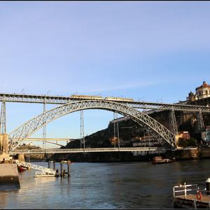 Порту в призме мостов.
