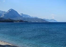 Важное и вечное море и такие же горы рядом, что может быть прекраснее!!