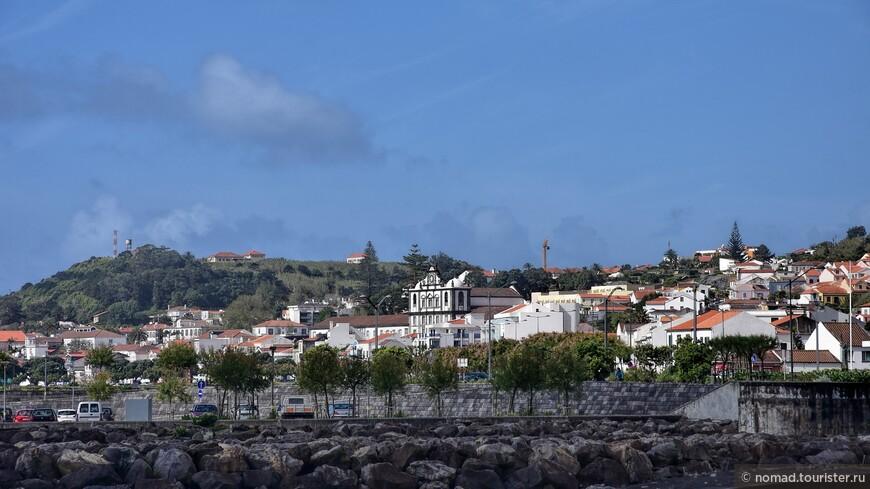 Вид на Орту со стороны городского пляжа...