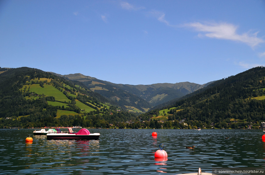 Сразу же поспешили к озеру охлаждаться.