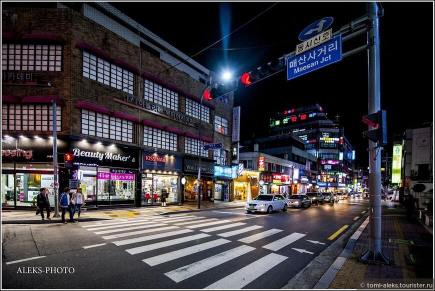 Типичный видок вечернего корейского города. На электричестве они не экономят. А, вообще, мне это сильно напоминает города США.