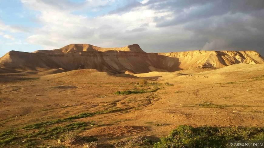 Иудейская пустыня зимним утром.