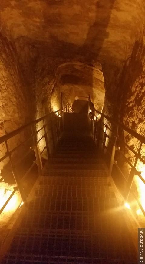 Спуск в подземелья Города Давида.