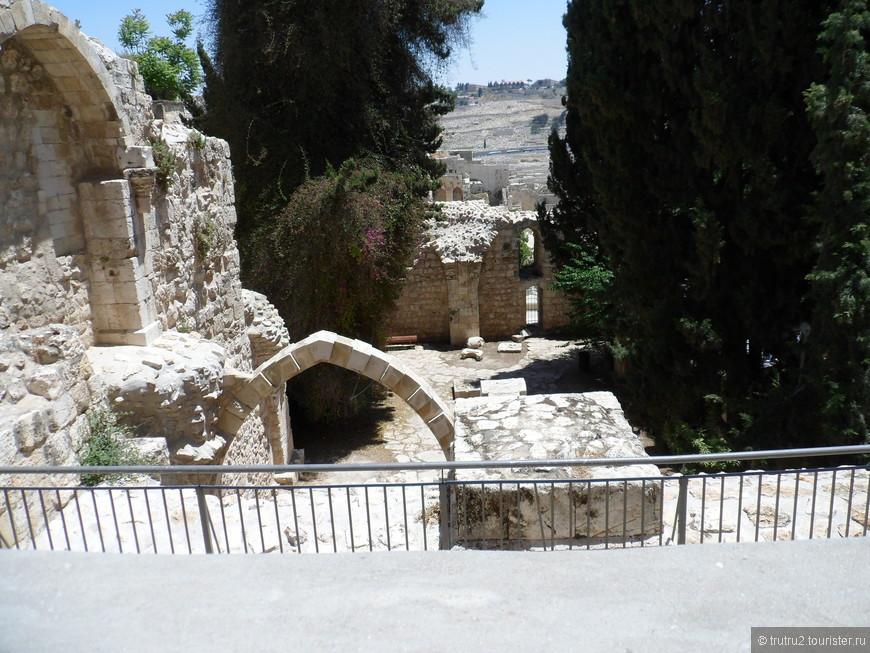 Остатки церкви крестоносцев , посвященной Марии. Еврейский квартал Старого города.