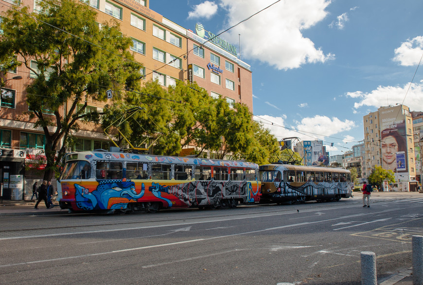 Я большой любитель фотографировать трамваи и велосипедистов. В Братиславе встречались очень живописные.