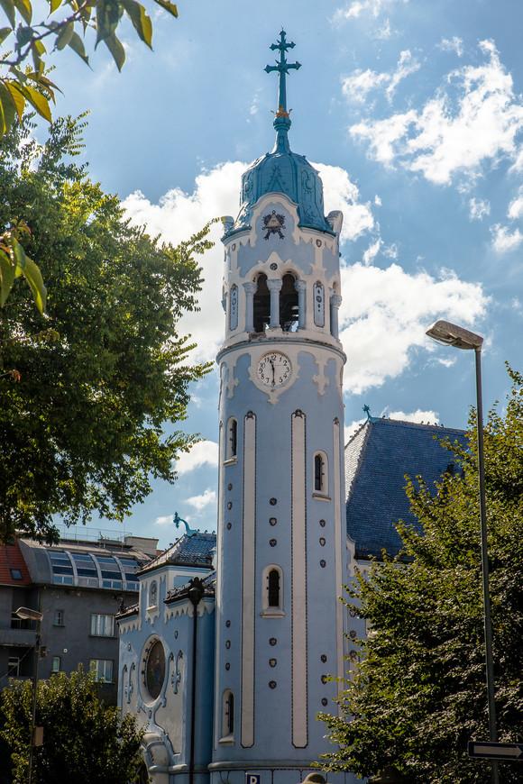 Церковь Святой Елизаветы, известная также как Голубая костел. Построена в 1909 году в стиле модерн. Мне она напоминала красивый свадебный торт.