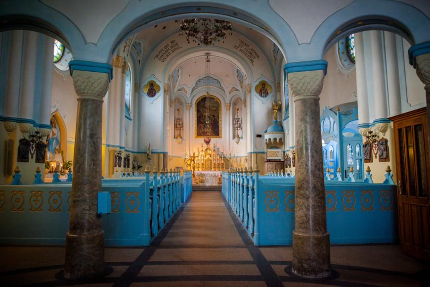 Внутри Голубой церкви