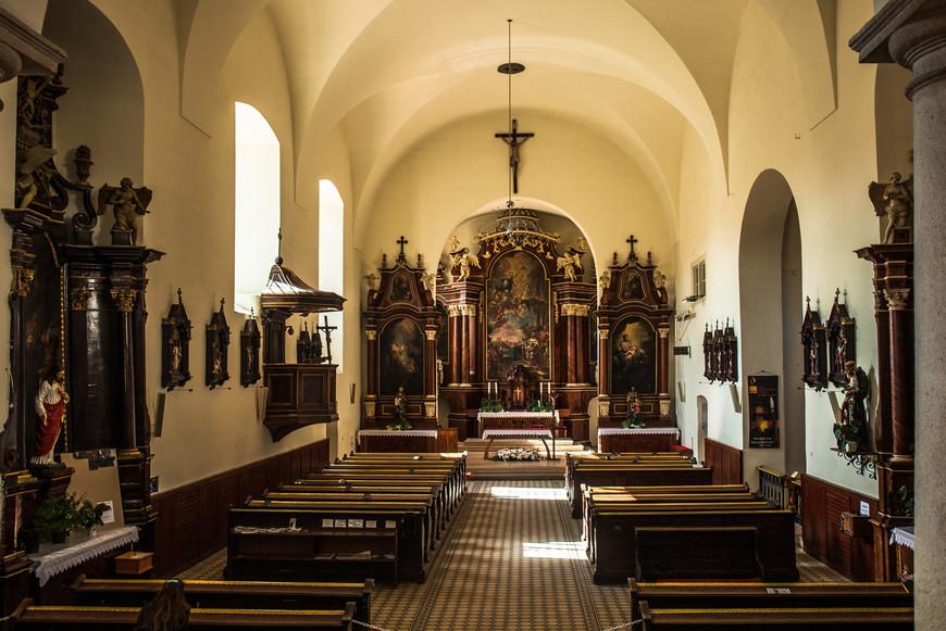 Построена в стиле барокко на месте храма святого Михаила, который был снесён в 1529 году. 17 июля 1992 года здесь была принята Декларация независимости Словакии.