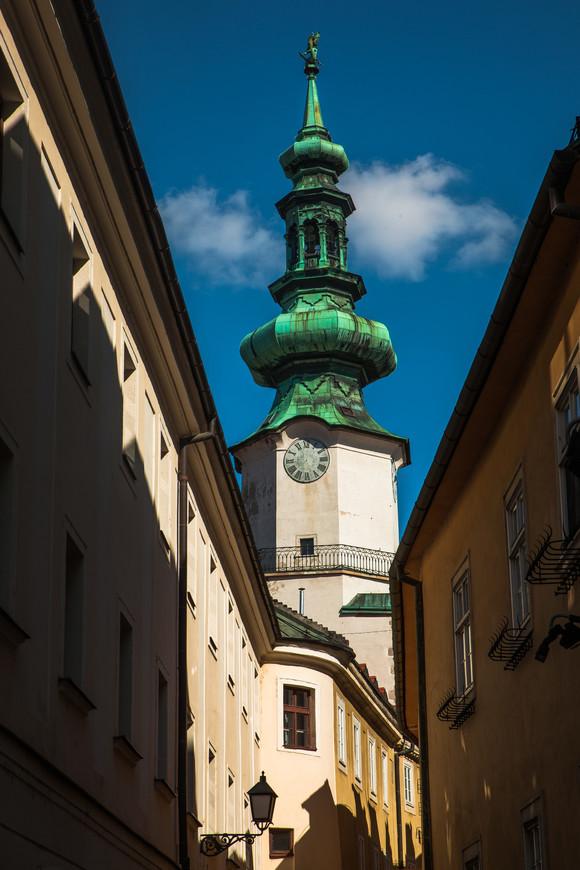 Михайловские ворота. Первое письменное упоминание в 1411 году. В Башне расположен городской музей Братиславы