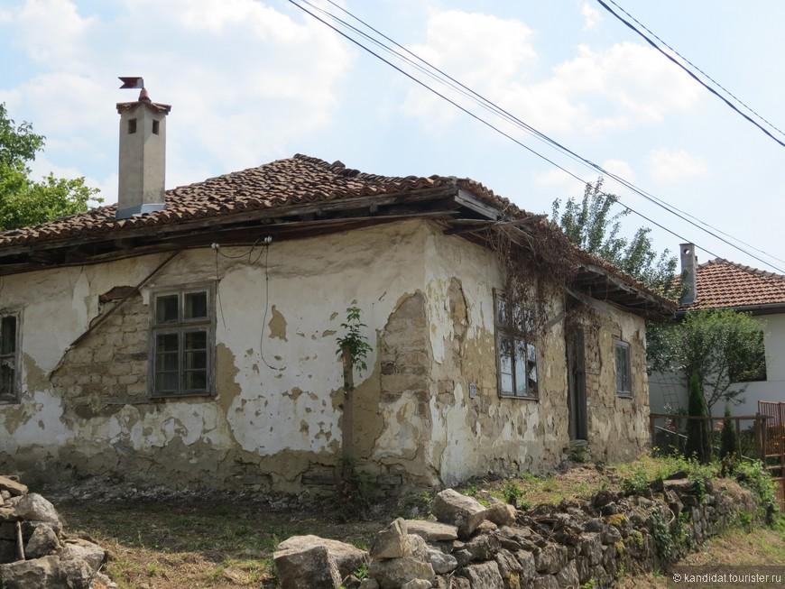 Наверное поэтому (проблемы и сложности в с\х) деревни в Болгарии поражают контрастами. Специально плохое или хорошее не выискивал. Более того, там где это возможно постараюсь не конкретизировать местонахождение объекта. На фото названные выше деревни и некоторые, мимо которых просто проезжали.