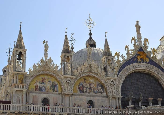 Базилика - святое место для всех христиан, здесь покоятся мощи Святого Марко эвангелиста.