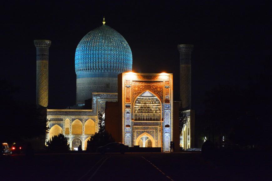 Гур-Эмир. В Узбекистане очень тёмные ночи.