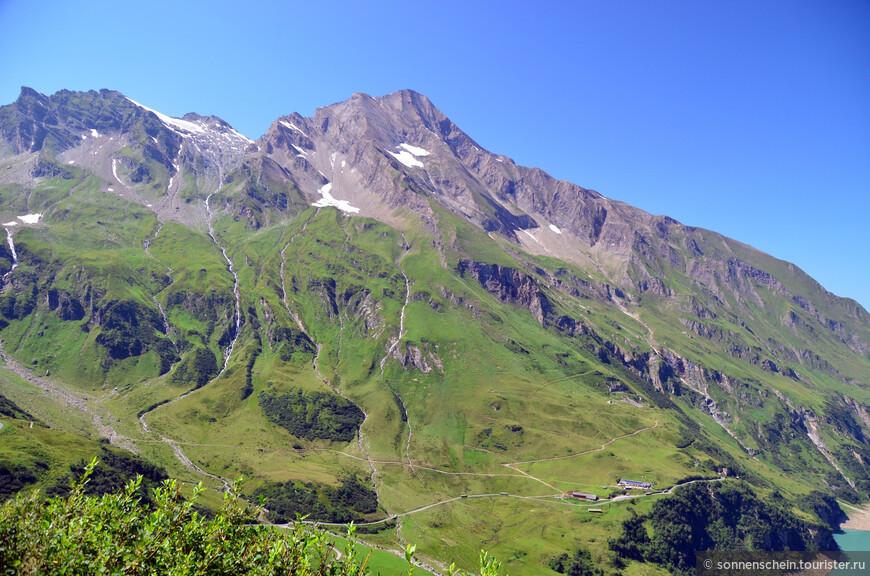 Выразительной доминантой является гора Китцштайнхор (3 203 м над у.м.), которая возвышается над плотиной Вассерфалльбоден как величественный скалистый великан. При хорошей видимости вдали видны даже вершины Берхтесгаденских Альп.