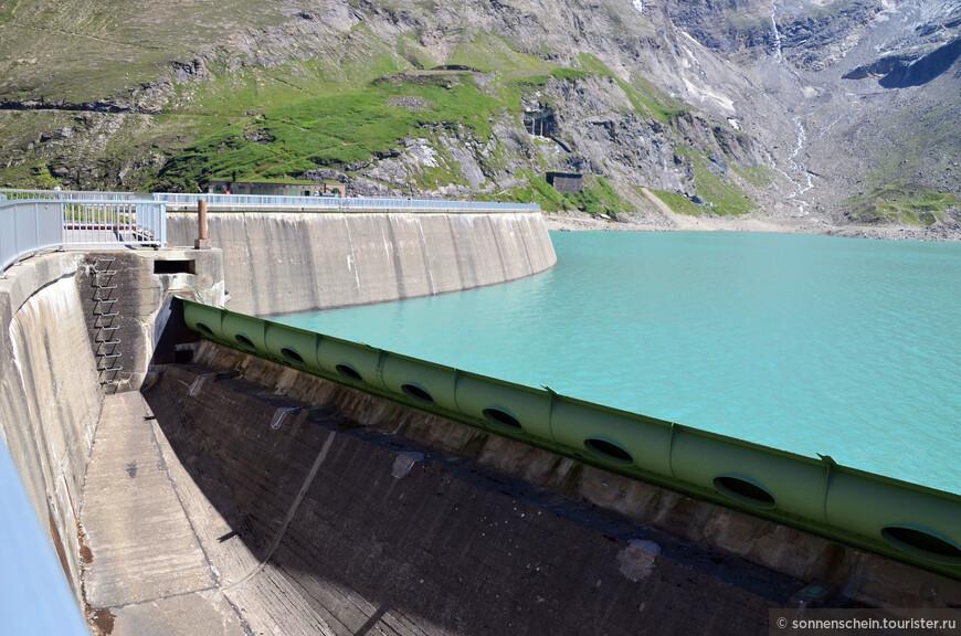 В 2011 году электроэнергию начала поставлять вторая очередь верхней ступени (Лимберг II), машинные залы которой полностью находятся в скале. Капрунская ГЭС обеспечивает 10% потребности Австрии в электроэнергии в так называемые «пиковые часы».