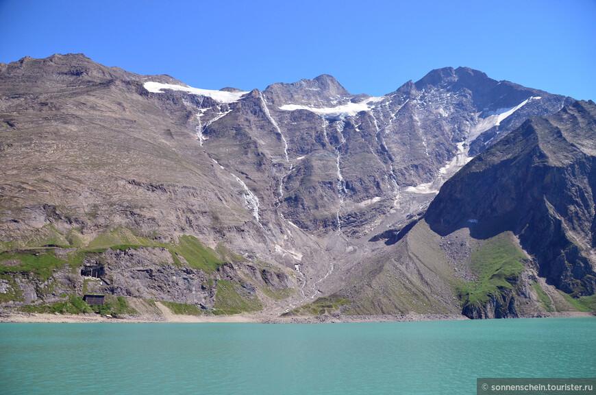 Мозербоден –  находится на высоте 2036 м над у.м. и размещена сразу над гидросооружением Вассерфалльбоден.