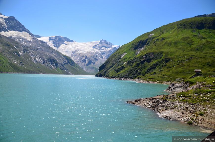 Эти водохранилища являются уникальным гидротехническим сооружением, первым такого рода в Европе, построенным на высоте 2040м в середине прошлого столетия . Это комплекс из трёх искусственных водоёмов, туннелей и двух ступеней электростанции. Талые ледниковые воды наполняют водохранилища в течение лета, затем вода используется для производства электроэнергии на Капрунской ГЭС. Высота дамбы 107м, ее длина 494м.