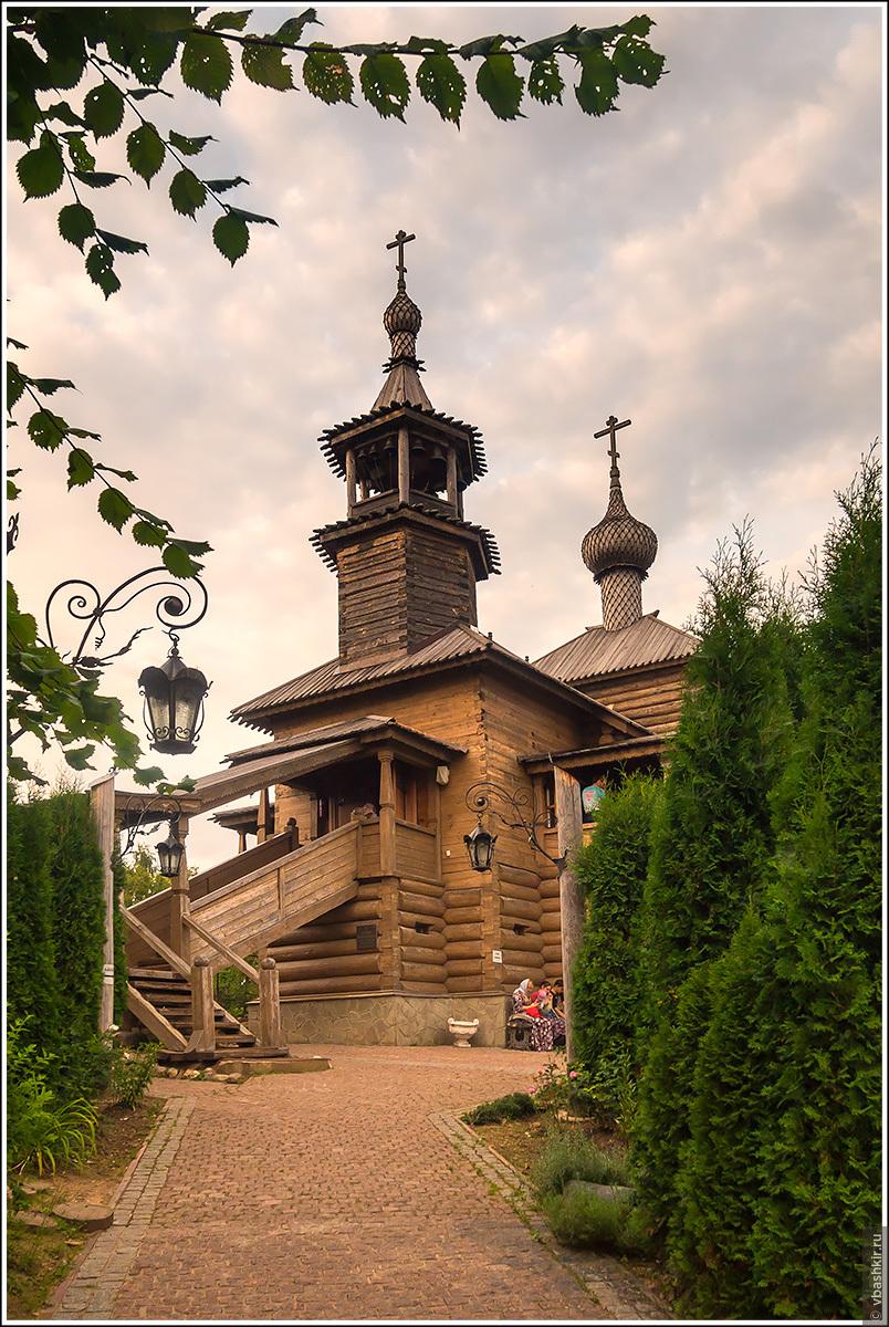 Допетровская деревянная церковь., Пятьдесят оттенков зеленого