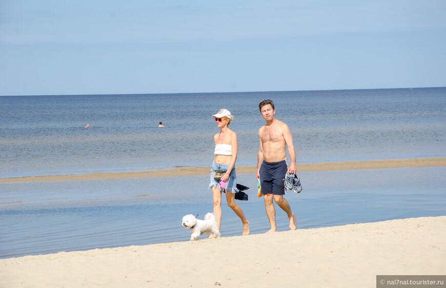 Абсолютно случайное фото Валерия Сюткина с женой Виолой на отдыхе в Юрмале.Снято случайно,Сюткин опознан уже дома,при отборе фото)))