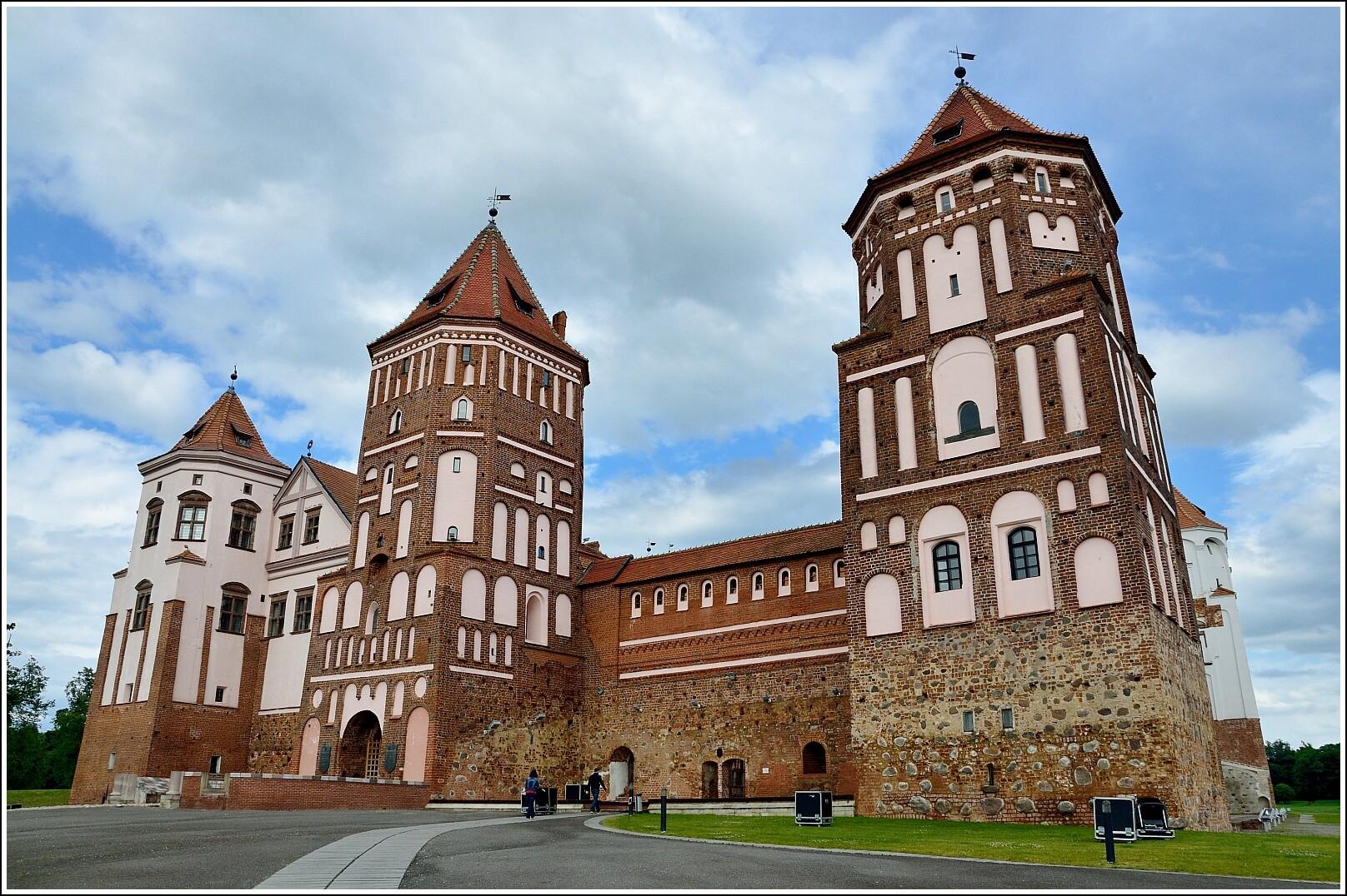 девять картинки архитектура белоруссии окном