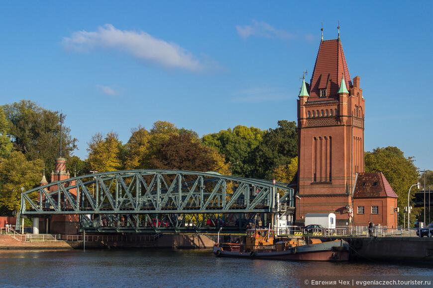 Ещё один разводной мост. Построен на месте главного входа в город со стороны Гольштинии.