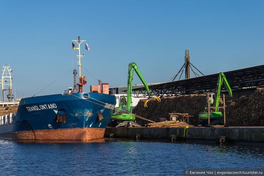 И все же в порту есть работа и сегодня.