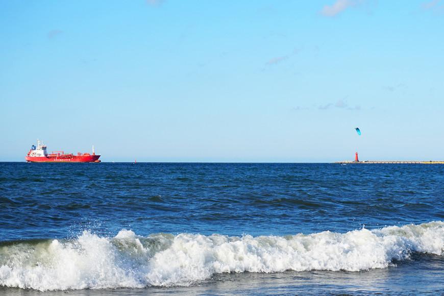 Мы немного ошиблись, подумав, что море в Гданьске в шаговой доступности. Оно в 8 км от города. Если будете в Гданьске, в солнечный день берите велики и отправляйтесь к морю. Широкие пляжи и отсутствие толп людей — то что надо, чтобы насладиться морем