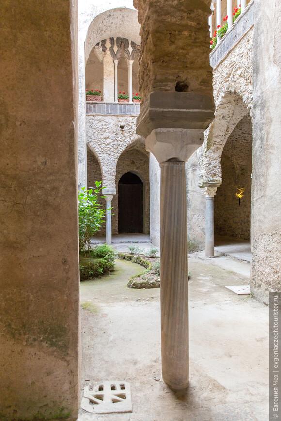 Остатки клуатра на вилле Руфоло
