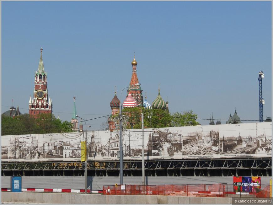 """Больше десяти лет москвичи и гости столицы могли наблюдать вот такую картину под рабочим названием """"В Зарядье что-то строится""""."""