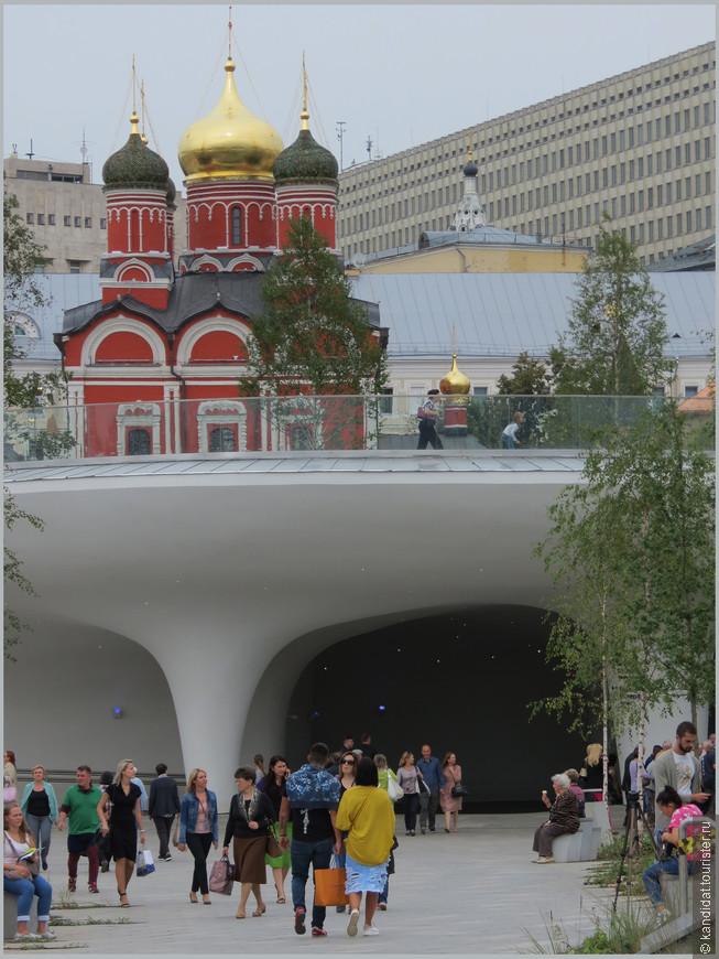 """Пока не совсем понятна система входов и выходов  в парке. Вряд ли ошибусь, если скажу, что это переход к станции метро """"Китай-город"""""""