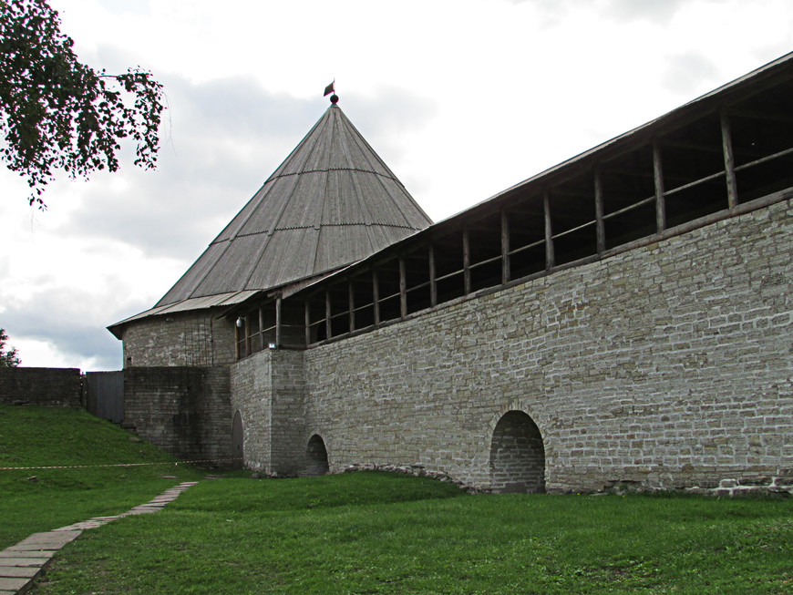 Климентовская башня. Вид изнутри крепости.