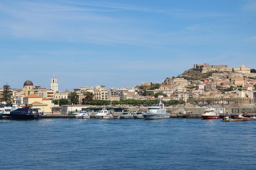 Последняя экскурсия, которую мы купили была на Эоловы острова: Панарей и Стромболи. На теплоходе с порта Милаццо мы отправились в дальнее путешествие по Тирренскому морю.