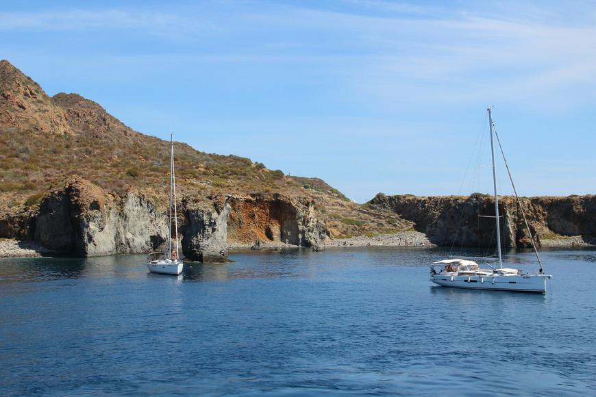 о. Панарея внесен в список объектов Всемирного Природного Наследия ЮНЕСКО.Здесь отдыхает элита. На яхтах люди выбираются в море и там купаются. У самого острова это сделать практически невозможно.
