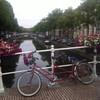 Цветы и велосипед на мостике