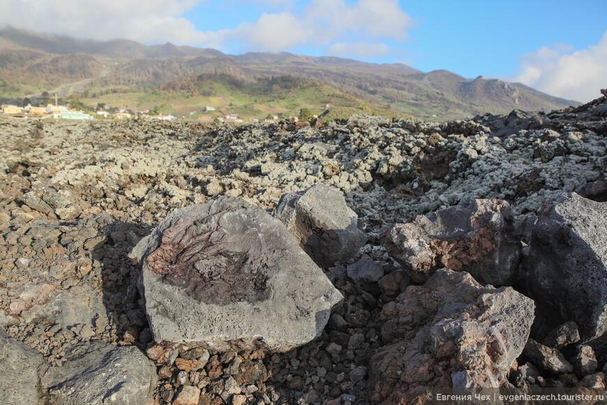 Как я уже позже выяснила,  лава бывает двух видов. A-a-lava и Pahoehoe-lava. Названия эти смешные пошли с Гавайских островов.