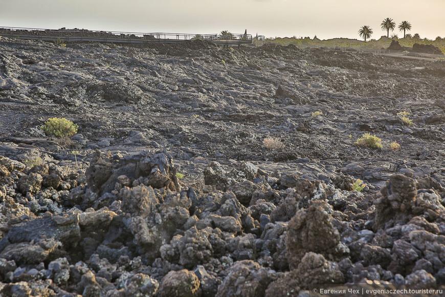 А-а-lava имеет низкий уровень тягучести, быстро остывает и крошится.