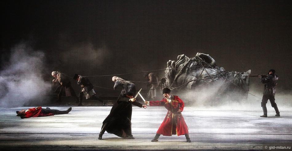 Октябрьская Революция на сцене театра Ла Скала.