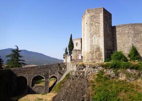 Самостоятельно в средневековый Мельфи (регион Базиликата)