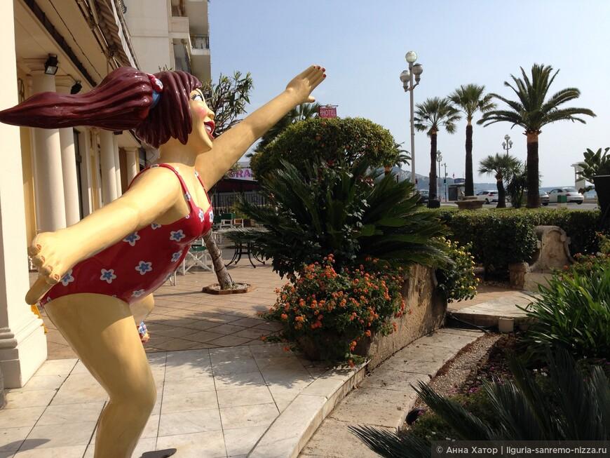 Монументальная скульптура на Английской набережной Ниццы.