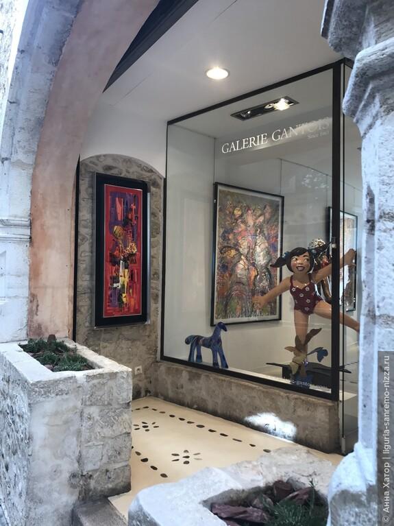 "В ""Galerie Gantois"" представлены скульпторы артиста Юн Шо."