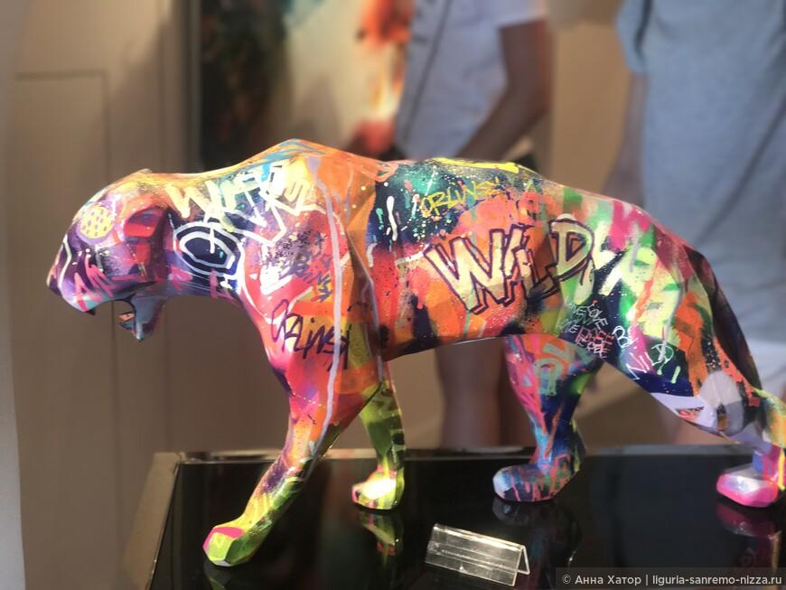 Ричард Орлинскй: «Агрессия- естественное состояние животног». Изображая животных безжалостными хищниками, скульптор помогает современному человеку трансформировать свою агрессию в созидательную энергия, таким образом как бы напоминая человеку об его эволюции.