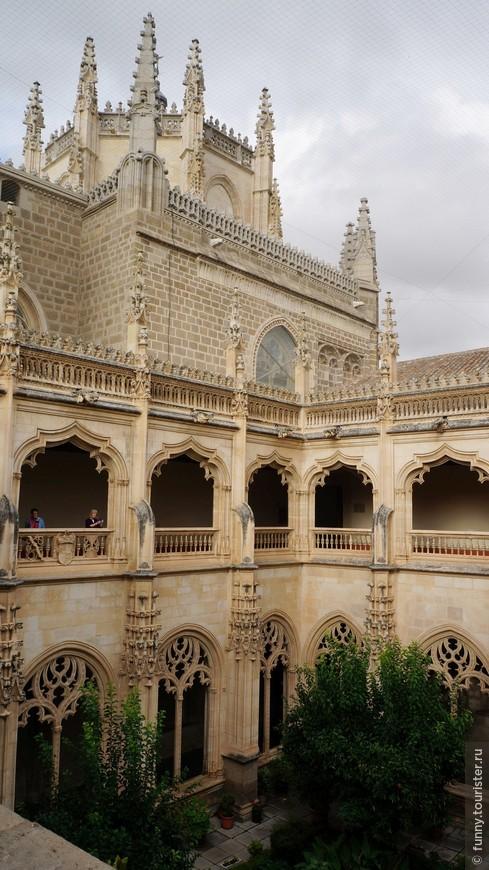 Монастырь Сан-Хуан-де-лос-Рейес Францисканская обитель, основанная Фердинандом Арагонским и Изабеллой Кастильской в XV столетии. Монастырь возведен по проекту Х. Гуаса в стиле исабелино – смеси европейской готики, мудехар и мавританской манеры. Католические короли решили построить его в честь победы над португальцами в 1476 году (битва при Торо). На данный момент монастырь является действующим.