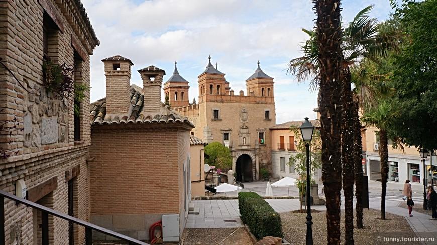Ворота Пуэрта дель Камброн - ворота в восточной части крепости Толедо. Монументальное здание, перестроенное в середине XVI века и украшенное четырьмя изысканными башнями, стало одним из символов города